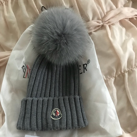 32d732ace10  TODAY ONLY  NWT Moncler Pom beanie